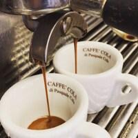 L'espresso italiano rito della tradizione e momento di condivisione.  #colacaffe #thereal #pasqualecola #coffeetime #coffeelover #espressoitaliano #coffeepassion #loveit #